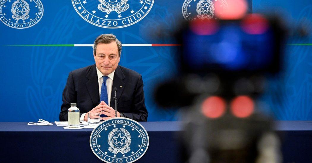 """Draghi: """"Entro aprile vaccinare tutti gli over 80. I giovani? Dovrebbero rinunciare anche se ne hanno diritto. Le Regioni più avanti con le dosi riapriranno prima"""""""