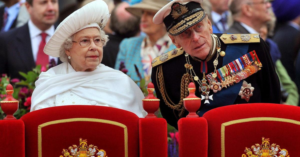 Regno Unito in lutto per la morte di Filippo. Mentre gli Unionisti tornano a infiammare l'Irlanda