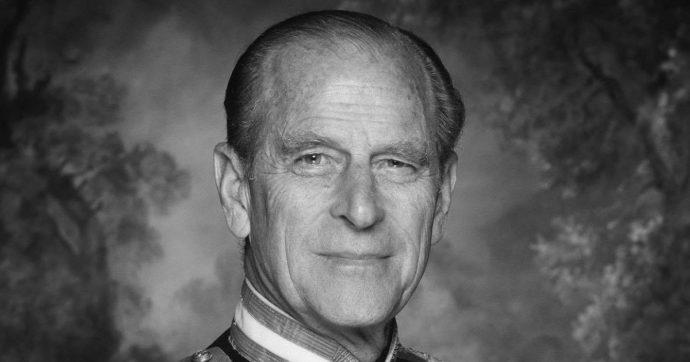 Principe Filippo, pubblicata una foto inaspettata con la Regina Elisabetta a poche ore dai funerali