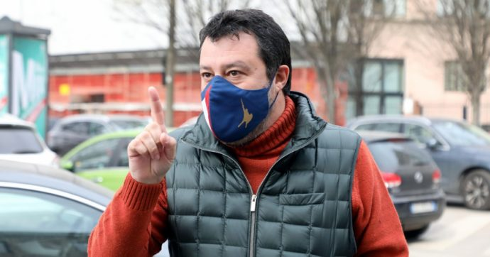 """Vaccino, Salvini: """"Lazio e Campania vogliono farlo ai detenuti prima degli anziani. Roba da matti"""". Pd: """"Lombardia ha iniziato a marzo"""""""