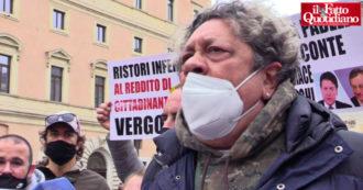 """'Io Apro', i manifestanti in piazza chiedono di ripartire subito: """"Ipotesi il 20 aprile? Non ci crediamo"""". Cori contro Draghi e Speranza"""