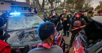 Minneapolis, polizia uccide un altro 20enne afroamericano: nuovi scontri nella notte. Sindaco impone il coprifuoco