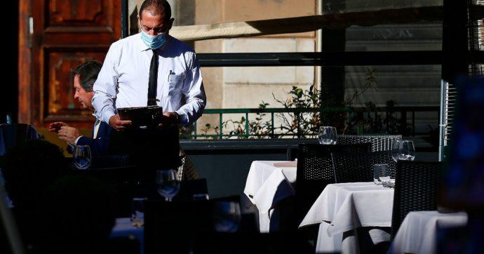 Riaperture, Regioni al lavoro sulle proposte da presentare al governo: al ristorante anche la sera all'aperto, i vaccini tra i criteri per le fasce