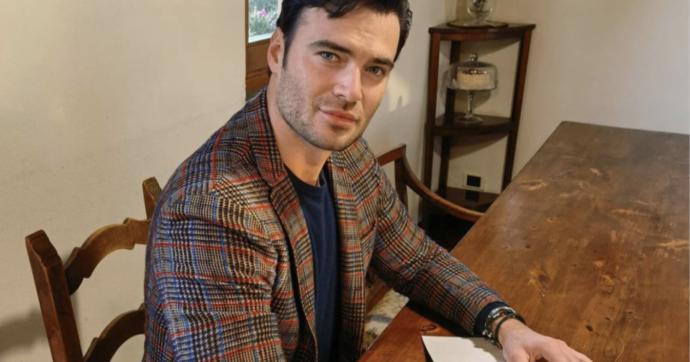 """Giulio Berruti, il fidanzato di Maria Elena Boschi si vaccina con AstraZeneca e commenta: """"Sarò arso vivo in pubblica piazza?"""""""