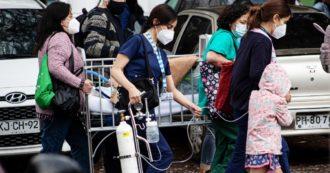 Covid, lo strano caso del Cile: è record di vaccini, ma la pandemia non è mai stata così grave. Dal siero cinese alle varianti, ecco i nodi