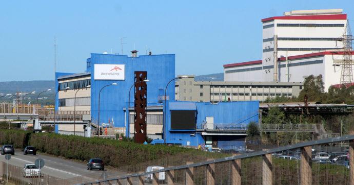 """ArcelorMittal apre al reintegro del lavoratore licenziato per un post su Facebook. """"Ma deve prima chiedere scusa"""""""