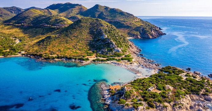 Sardegna, ancora furti di sabbia e sassi: turisti sopresi mentre cercavano di trafugare 250 chili di materiale preso sulla spiaggia
