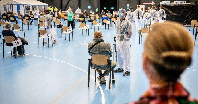 Vaccini in Lombardia, aprono le prenotazioni per la fascia 50-59 anni: ecco le modalità