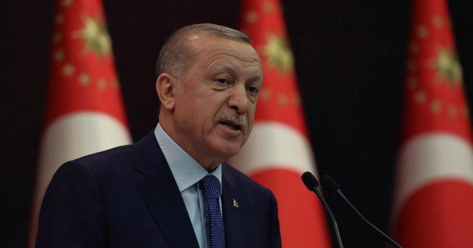 """Erdoğan risponde a Mario Draghi: """"Totale maleducazione. Non è stato eletto e ha danneggiato le relazioni tra i nostri Paesi"""""""