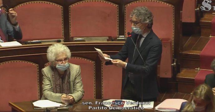 """Il Senato ha approvato l'ordine del giorno per la cittadinanza italiana a Patrick Zaki. Ma la viceministra: """"Valutare gli effetti negativi"""""""