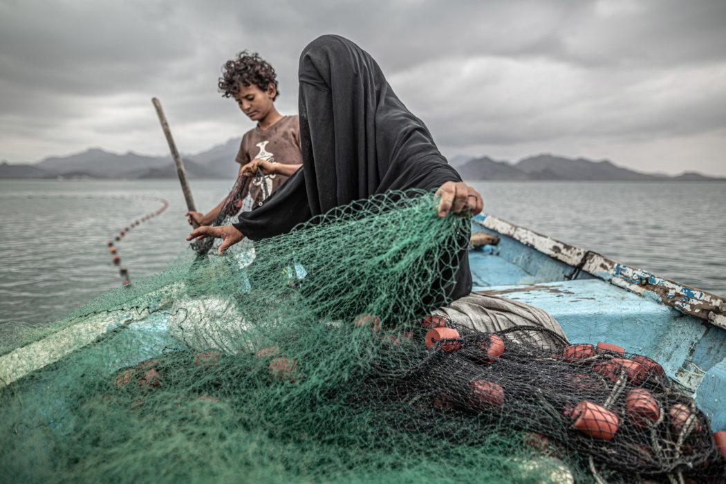 Il primo premio della sezione Contemporary Issue è andato a Pablo Tosco con una foto dallo Yemen che ritrae una donna che fa la pescatrice per mantenere la sua famiglia