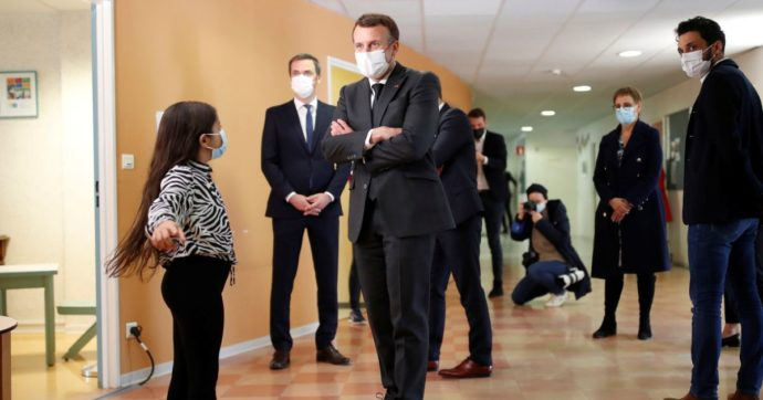Covid in Francia, Macron ha annunciato che pagherà 10 sedute dallo psicologo per bambini e adolescenti in crisi