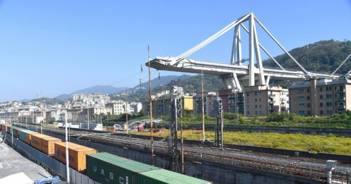 Ponte Morandi, le mail agli atti: il responsabile di Spea chiese di fare ispezioni ogni anno, ma per il manager di Aspi costava troppo