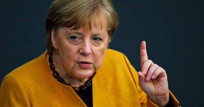 """Merkel difende i lockdown e il coprifuoco: """"Quadro molto grave, il Covid non perdona"""". I contagi risalgono, i tedeschi si spostano troppo"""