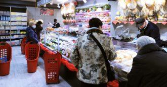"""""""Nei supermercati ingressi liberi e nessuno segue le regole: rischiamo il contagio e tanti colleghi muoiono. Per non perdere il posto i diritti vanno in secondo piano"""""""