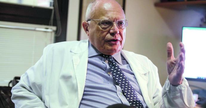 """Covid, il professor Galli: """"Morti in calo effetto combinato del vaccino e della capacità degli italiani di auto proteggersi"""""""