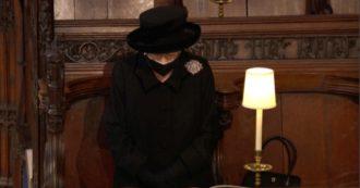 Funerali del principe Filippo, il dolore della regina. Elisabetta e la famiglia reale in silenzio in onore del duca di Edimburgo (VIDEO)