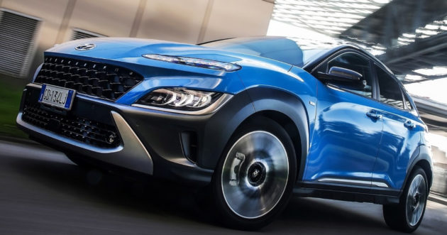 Hyundai Kona Electric   Su strada con il Model Year 2021