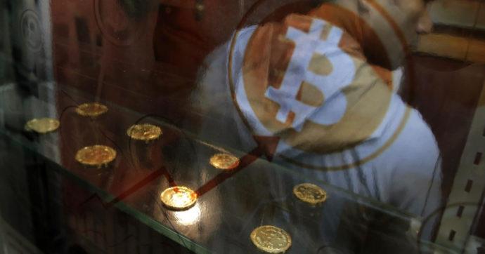 Bitcoin, brusca discesa delle quotazioni nella notte (- 11%). In deciso calo tutte le valute digitali. La Turchia ne vieta l'utilizzo