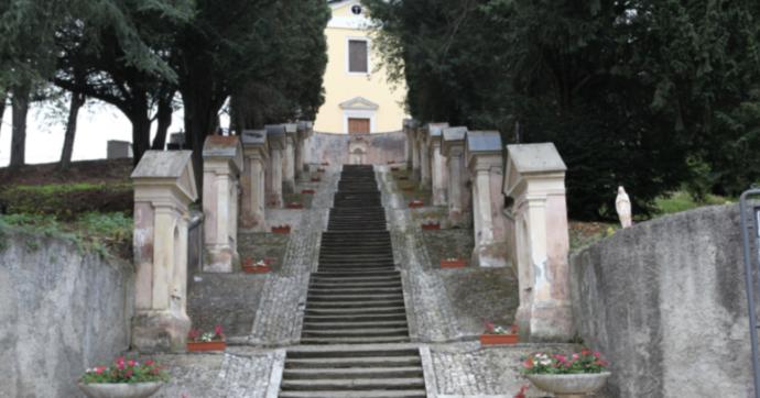 Lo scandalo del cimitero di Sezze: festini sessuali, compravendita di loculi, furti di fiori rivenduti dal custode nel negozio dell'amante