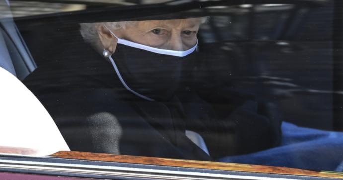 La Regina Elisabetta ha scelto una foto da portare con sé al funerale del principe Filippo
