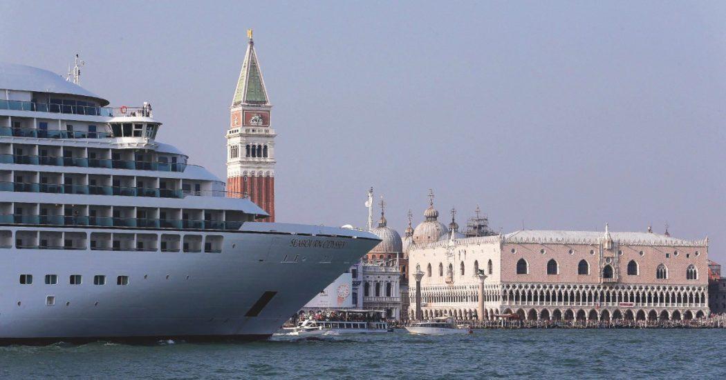 """Venezia, tornano le grandi navi: """"Ce lo hanno chiesto Zaia e Brugnaro"""". Parola del direttore della società che riunisce le compagnie da crociera"""