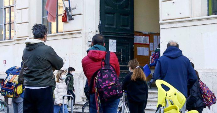 """Scuola, appello dei genitori di Reggio Emilia e Modena: """"I doppi turni d'ingresso per il Covid danneggiano gli studenti. Servono più mezzi"""""""
