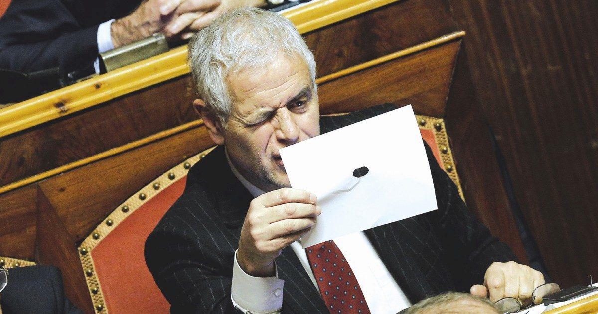 Una firma contro il vitalizio ai corrotti