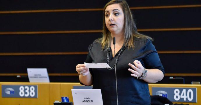 """Bruxelles, l'eurodeputata Isabella Adinolfi lascia il M5s per aderire al Ppe (con Silvio Berlusconi). La accoglie Tajani: """"Benvenuta"""""""