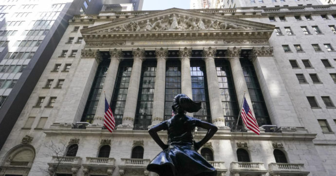 Il pianto di fondi speculativi e miliardari per l'aumento delle tasse sui guadagni di borsa. Il gettito serve per il sostegno ai bimbi poveri
