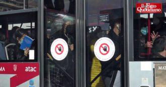 """Roma, distanziamento impossibile su metro e bus nel giorno della ripartenza delle scuole: """"Così è invivibile, non è cambiato nulla"""""""