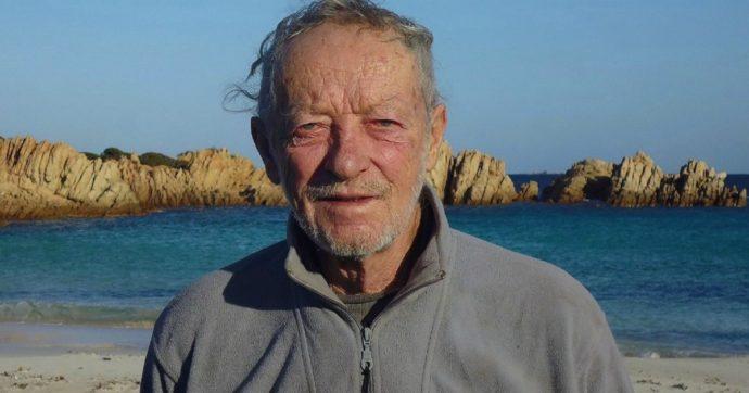"""Mauro Morandi, il """"custode"""" di Budelli lascia l'isola dopo 32 anni: """"Mi sono rotto le palle"""""""