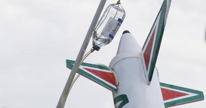 """Alitalia, l'amministratore delegato Lazzerini """"Situazione tragica, a rischio anche gli stipendi di aprile"""". Caio: """"Non pensiamo ad una compagnia mini"""""""