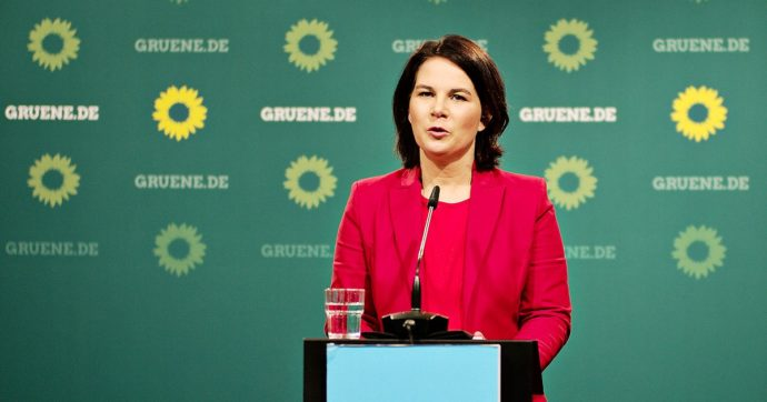 Germania, il sorpasso dei Verdi sulla Cdu: per i sondaggi sono in vantaggio nella corsa alla cancelleria