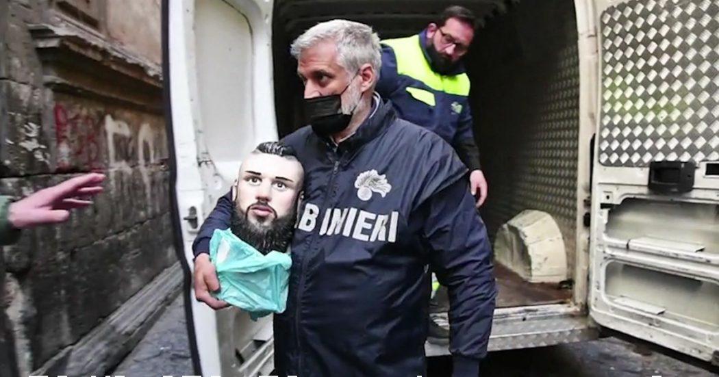 Napoli, blitz anticamorra: 21 arresti. Rimosso tra le proteste della famiglia il busto del baby boss Emanuele Sibillo – video