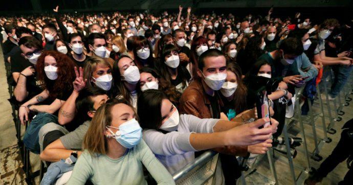 """""""Concerti a capienza piena con mascherina e Green Pass"""". Dario Franceschini valuta un """"test"""" per i tre live a ottobre di Cosmo a Bologna"""