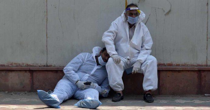 """Coronavirus, India al collasso: 375mila infettati e 3645 morti in 24 ore. Gli Usa ai cittadini americani: """"Andate via"""""""