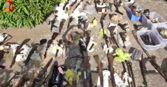 Arsenale da guerra nascosto in una masseria ad Andria: mitragliatori d'assalto, mine anticarro e bombe a mano. La scoperta della polizia – Video