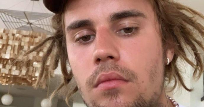 """Justin Bieber con i dread e scoppia la polemica: """"Appropriazione culturale"""". Lui replica così"""