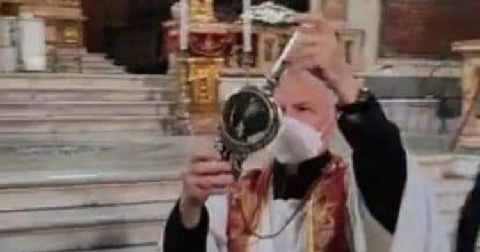 Napoli, si ripete il miracolo di San Gennaro: il sangue si è sciolto al secondo giorno di preghiera
