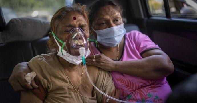 """India travolta dal Covid: manca ossigeno in ospedale, 24 morti in una notte. Cnn: """"Chi è ricoverato ha paura e se ne vuole andare"""""""