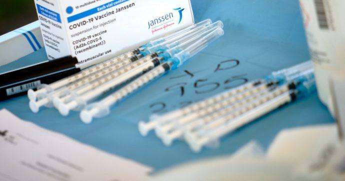 Treviso, infermiera finge di somministrare il vaccino e getta via la siringa ancora piena. Denunciata per omissione in atti d'ufficio