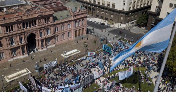 """Argentina, la """"tassa anti-Covid"""" sui grandi patrimoni fa centro. Raccolti 2,4 miliardi di dollari. Serviranno per sanità e scuole"""