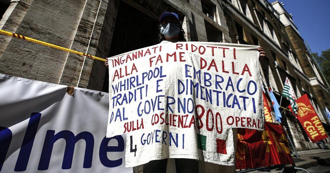 """Caso Acc-Embraco, 700 lavoratori ostaggio dello scontro al Mise tra il progetto M5s a maggioranza pubblica e la """"soluzione privata"""" di Giorgetti (che non trova investitori)"""
