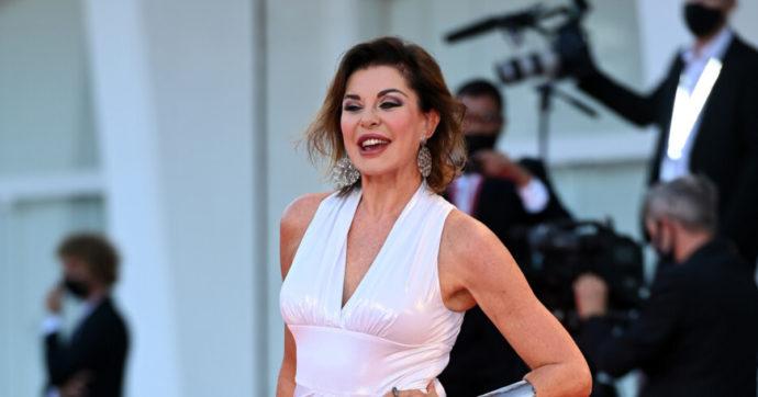"""Alba Parietti, le confessioni hot: """"Ossessionata dal sesso. Tutti gli uomini con me fanno cilecca la prima volta"""""""