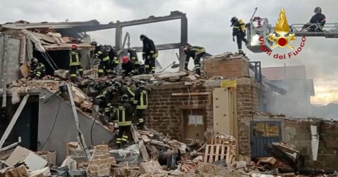 Esplosione in una abitazione a Gubbio: due morti sotto le macerie. In fiamme un laboratorio per la cannabis terapeutica