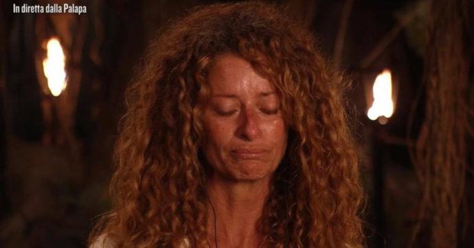 """Isola dei Famosi, Valentina Persia ricorda il compagno morto: """"Cinque infarti, sapeva che sarebbe morto solo"""""""