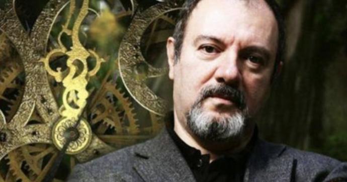 """L'ispettore Coliandro compie 30 anni, Carlo Lucarelli: """"Mi serviva un personaggio negativo per raccontare la metà oscura di Bologna. Le differenze con Montalbano?Troppe"""""""