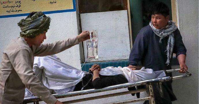 Afghanistan, esplosione di fronte a una scuola di Kabul: almeno 30 morti e 52 feriti. La maggior parte sono studentesse