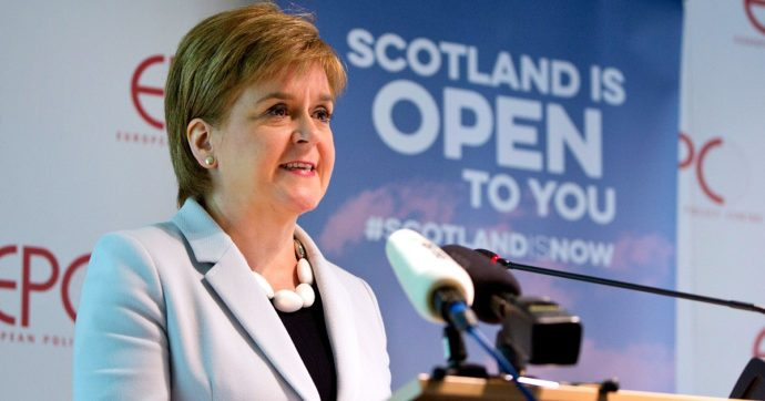 """Elezioni Scozia, lo Snp vince per la quarta volta di fila. Sturgeon: """"Adesso niente giustifica un 'no' al referendum sull'indipendenza"""""""